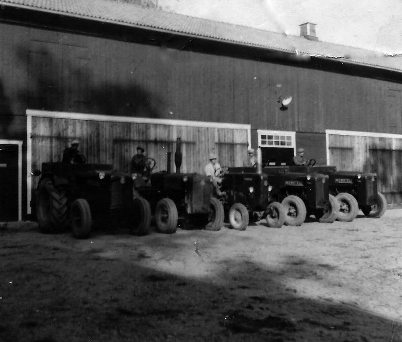 Sandbro Säteri traktorer.jpg